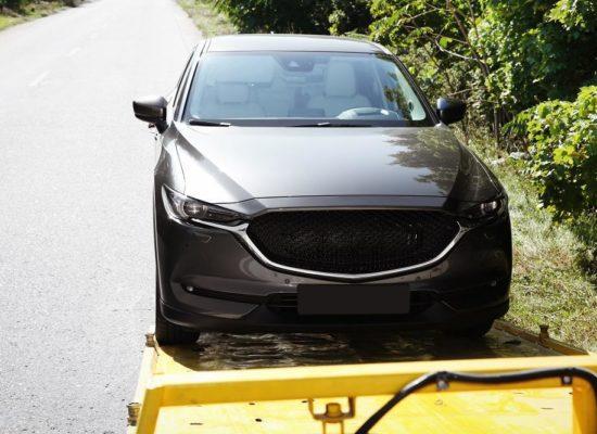 auto na lawecie pomocy drogowej